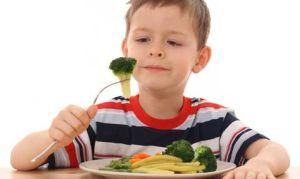 Как научить ребенка правильно есть