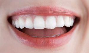 Как выбрать зубные имплантаты, и какие дентальные проблемы они решают