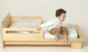 Как выбрать удобную и безопасную детскую кроватку