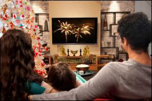 Семейный новый год перед телевизором