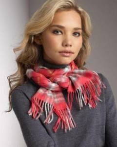 Стильное повязывание шарфа на шее