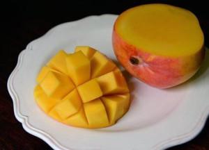 Классическая подача манго к столу