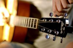Как настроить гитару