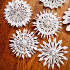Как вырезать красивые снежинки