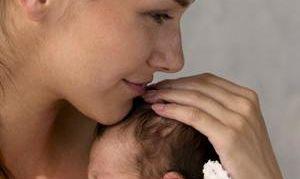 Как покормить грудного ребенка незаметно от всех
