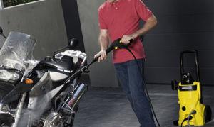 Как вымыть автомобиль минимойкой Karcher