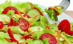 Как приготовить витаминные салаты