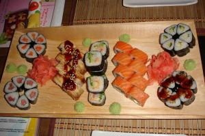 Как готовить суши дома и  как делать роллы правильно и вкусно.