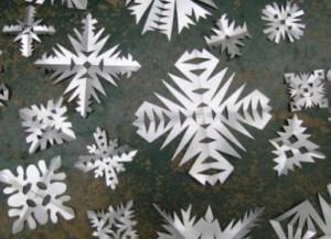 Простые бумажные снежинки