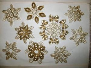 Снежинка из макарон
