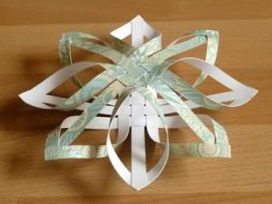 Снежинка из полос бумаги