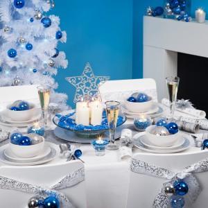 Новогодний стол в синей и голубом тонах