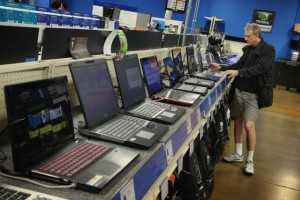 Выбор ноутбуков в магазине