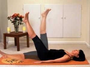 Поднятие ног вверх перпендикулярно полу