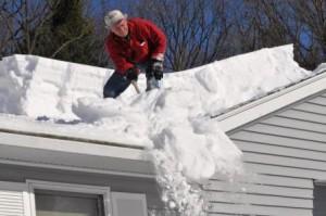 Снятие снега с крыши